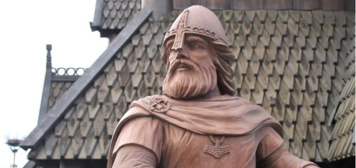 Legends Vikings statue