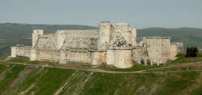 abandoned castles, knights' crac