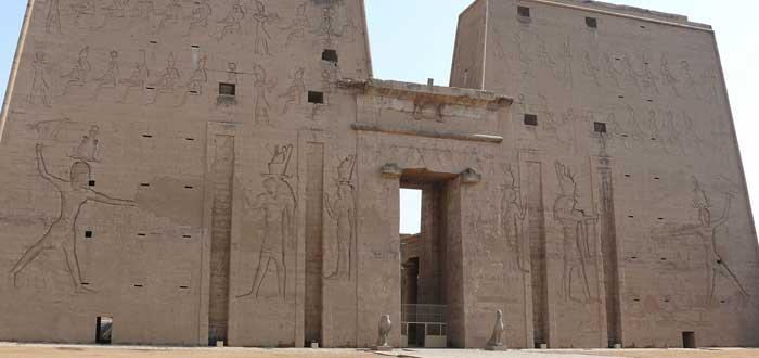 15 impressive Egyptian Temples 6