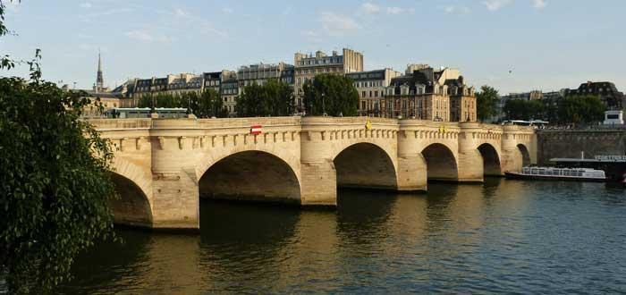 40 Curiosities of Paris, the city of light