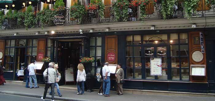 40 Curiosities of Paris, the city of light 8