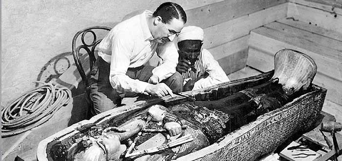 Who discovered the Tomb of Tutankhamun? one
